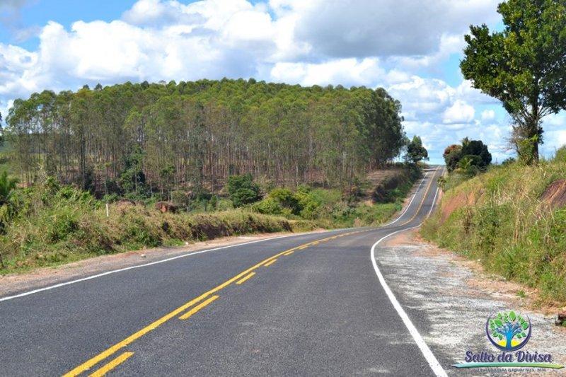 Rodovia oferece conforto e segurança aos motoristas que trafegam diariamente entre Itagimirim e Salto da Divisa. (Foto: Ezequias Coellho)