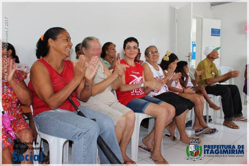 Os usuários CRAS - Centro de Convivência, Grupo de Idosos e famílias itagimirienses foram os homenageados e degustaram um delicioso Coffee Breack (Ascom)