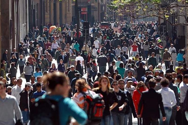 No ano passado, o Brasil tinha 207.660.929 habitantes. (Imagem: Reprodução)