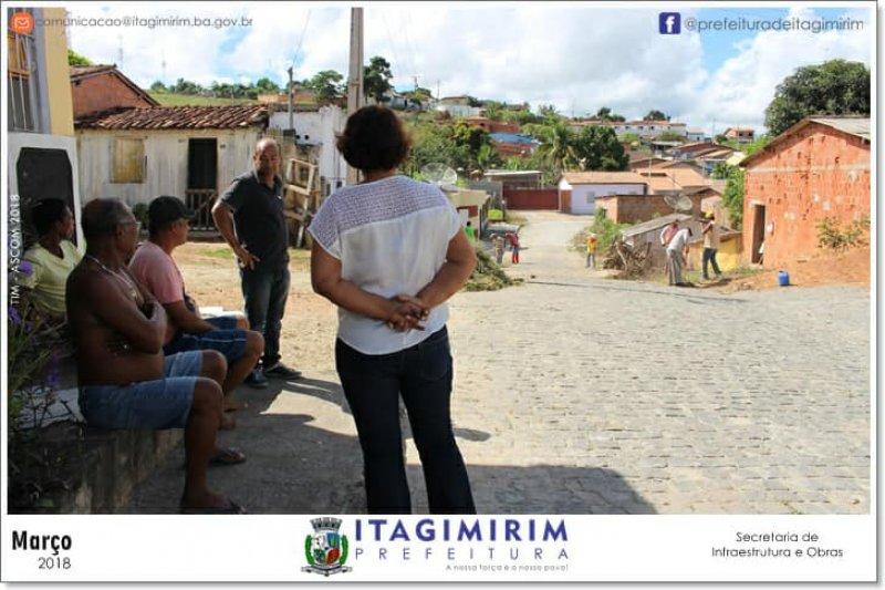Prefeita conversa com moradores para ouvir de perto o anseio da comunidade (ASCOM)