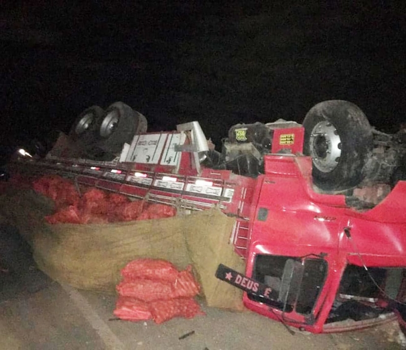 Um dos veículos envolvidos no desastre. (Foto: Central Notícia)