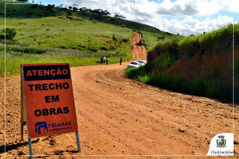 Serviços de recuperação estão sendo realizados nas estradas de União Baiana (ASCOM)