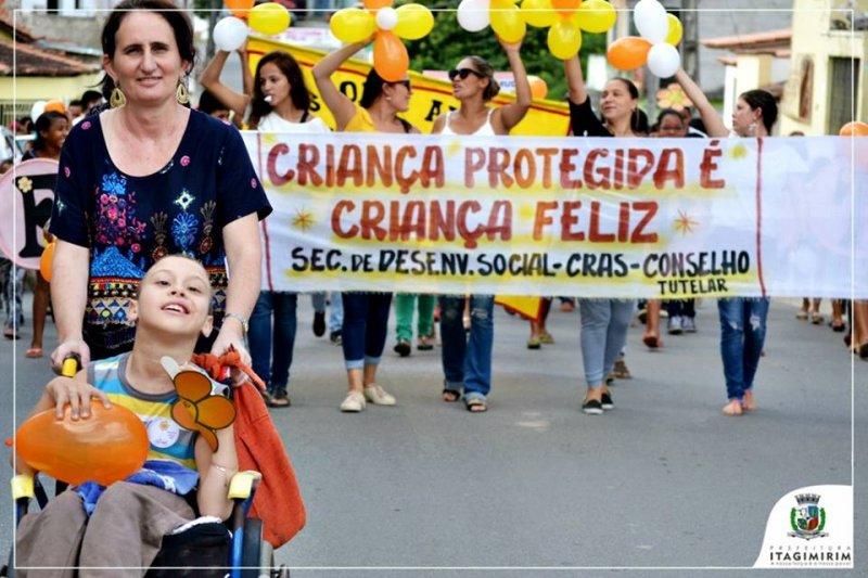 Caminhada percorreu as principais ruas de Itagimirim (Foto: Ezequias Coelho/Ascom)