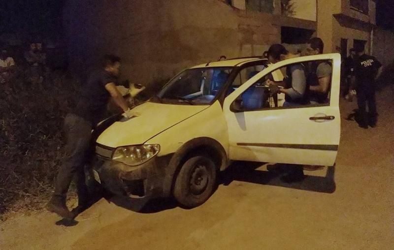 Jovem foi baleado dentro do carro. (Imagem do site SulBahia News)