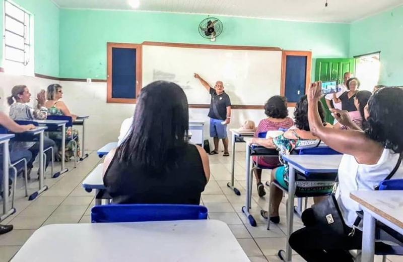 Uma aula foi representada pelos antigos colegas de classe. (Pérola Negra)