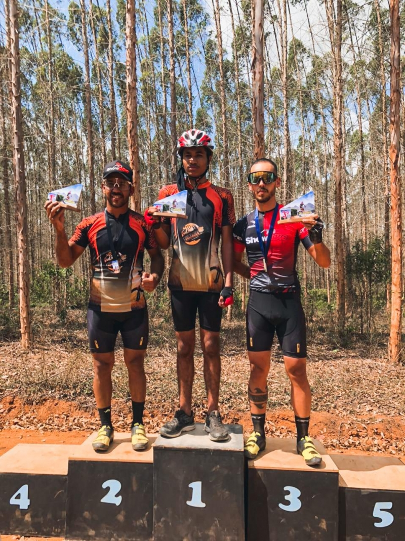 Atletas vencedores de Itagimirim