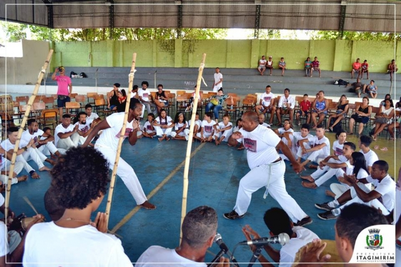 Confraternização reuniu diversos professores, alunos, amantes e simpatizantes da capoeira na cidade de Itagimirim. (Ascom-Itagimirim)