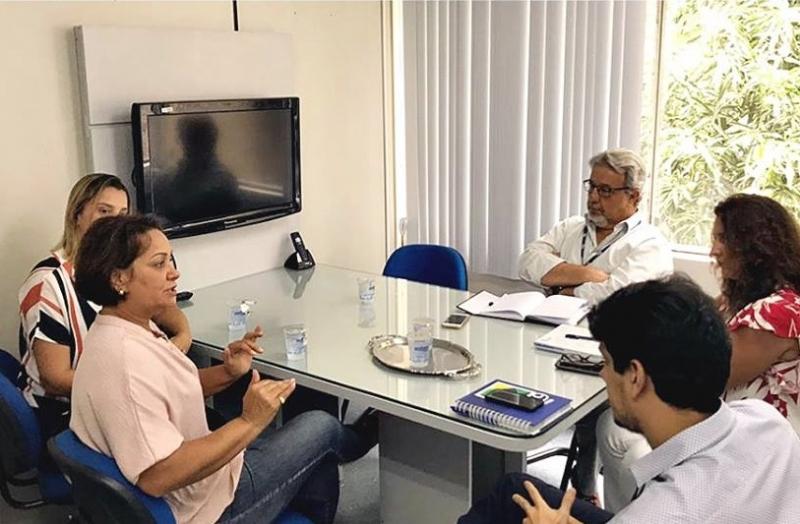 Prefeita em reunião com a diretoria da Embasa em Salvador. (Ascom-Itagimirim)