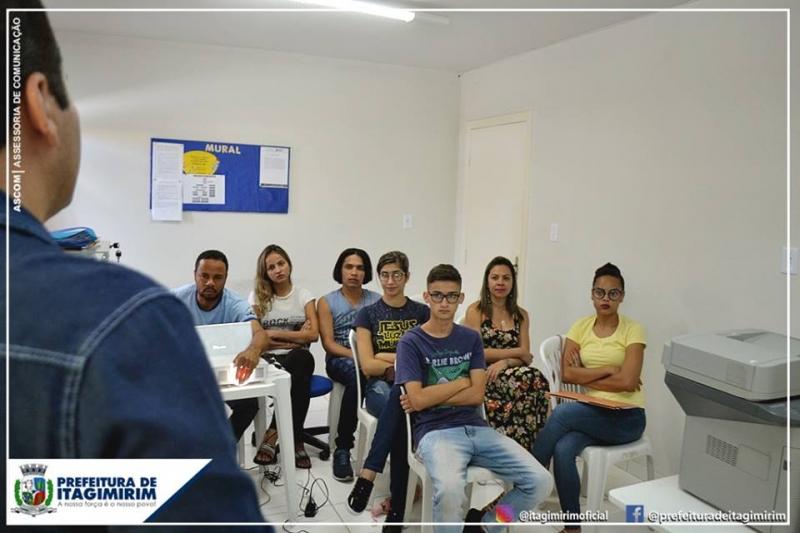 O treinamento da equipe visa qualificar uma oferta de programas, serviços e atividades de maneira planejada para proporcionar um resultado positivo no atendimento à população.<br /> (Ascom-Itagimirim)
