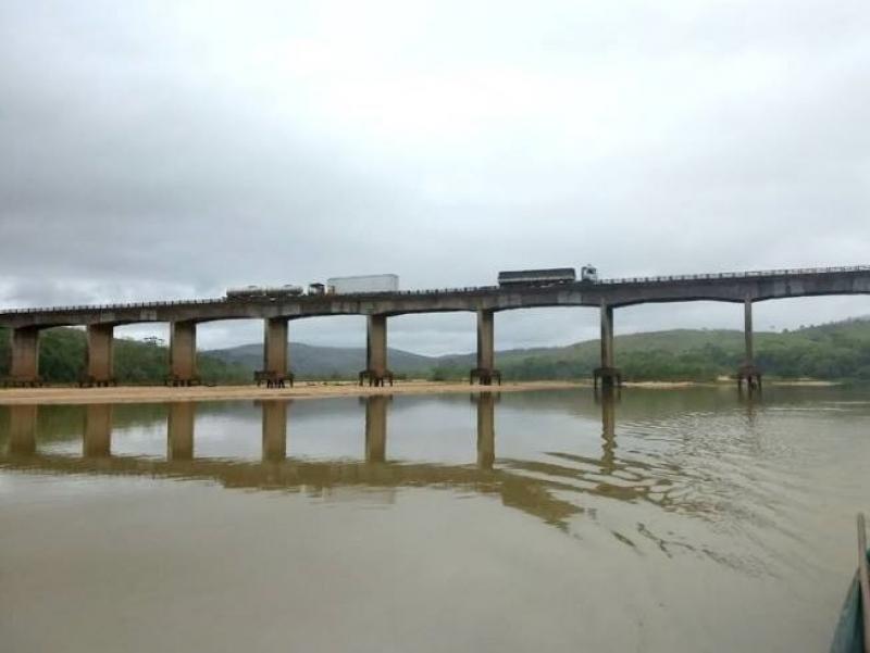 Ponte sobre o Rio Jequitinhonha em Itapebi. (Reprodução/Redes Sociais)