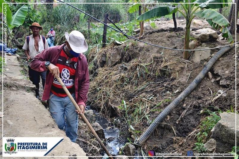 Além dos canais onde os operários estão trabalhando, nesta quarta-feira (10) será iniciado também a limpeza completa do Rio Limoeiro e áreas próximas. (Ascom-Itagimirim)