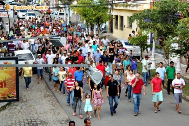 Centenas de moradores, dentre eles amigos, familiares e servidores públicos, participaram da caminhada. (Foto: Rastro101)