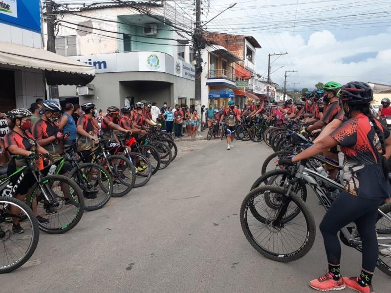 Ciclistas fazem homenagem a itagimiriense que foi assassinado. (Notícias do farol)