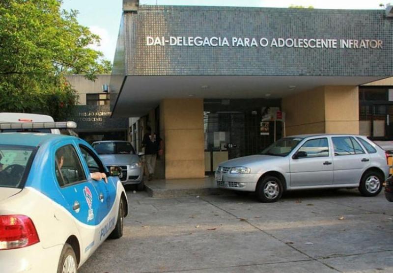 Adolescente foi apreendida e levada para a DAI em Salvador. (Imagem: Joá Souza | Ag. A TARDE)