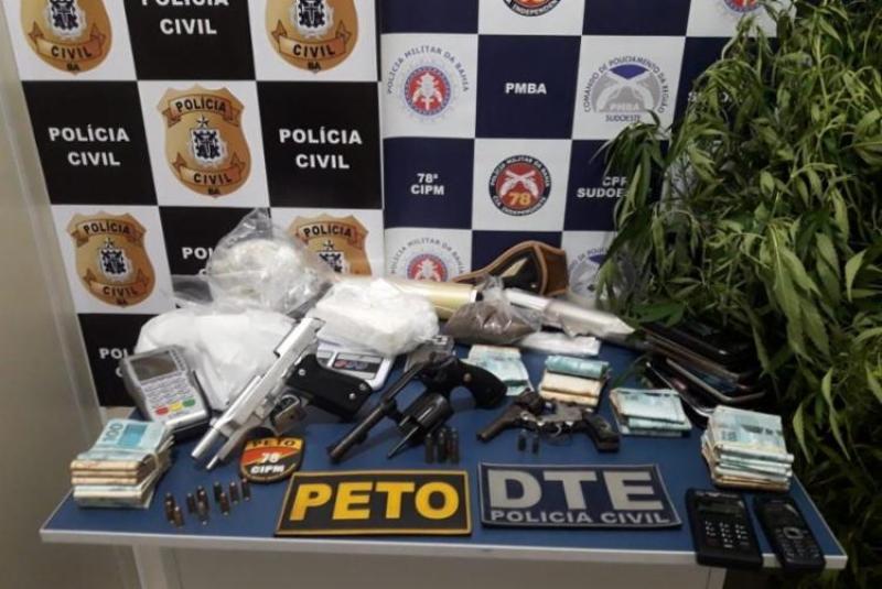 Grande quantidade de produtos ilícitos foi apreendida pela polícia. (Imagem: SSP-BA)