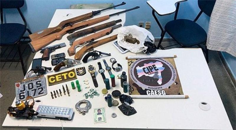 Material apreendido com os suspeitos. (Imagem: Divulgação)