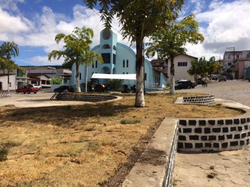 Serviços iniciais de revitalização da Praça Castro Alves estão sendo realizados. (Foto: ASCOM)
