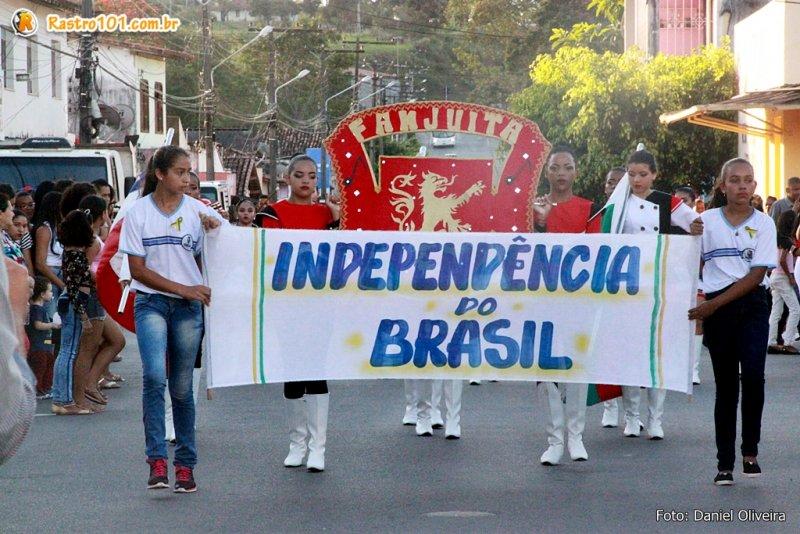 Escolas municipais desfilaram com seus pelotões (Daniel Oliveira)