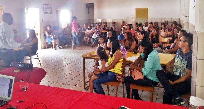 Secretário de Educação se reuniu com professores da rede pública municipal na última sexta-feira (Foto: Ascom)
