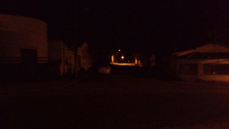 Rua Abade Guerreiro está em total escuridão. (Rastro101)