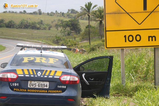 Falta de tachões, as populares tartarugas, estão aumentando o índice de acidentes na curva. (Foto: Rastro101)