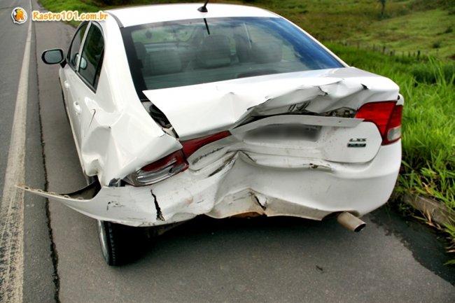 Honda Civic envolvido no segundo acidente estava com dois passageiros e foi atingido na traseira pelo Strada. (Foto: Rastro101)