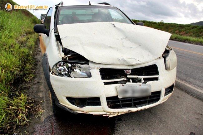 Motorista do Fiat Strada causa o segundo acidente minutos depois do primeiro que envolveu o ônibus. (Foto: Rastro101)
