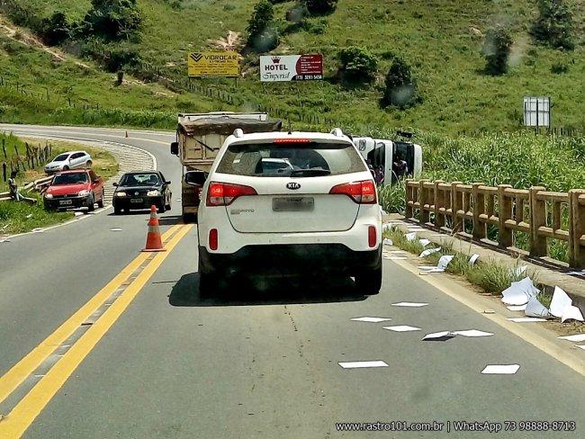 É grande o número de acidentes próximo à cabeceira da ponte que corta o Rio Santa Cruz, em Mundo Novo. (Foto: Internauta/Rastro101)