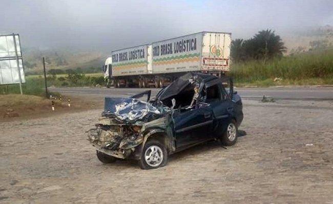 Motorista da carreta bitrem saiu na contramão e provocou o acidente (Internauta/Rastro101)