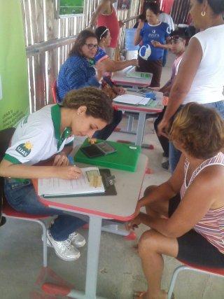 Assistente Social de Eunápolis Karina Souza (Foto: ASCOM-SEMAS)