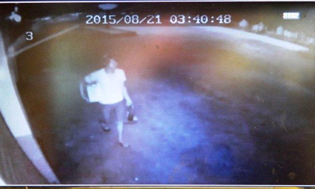 Câmeras de segurança registraram ação dos bandidos. (Foto: Reprodução / Itapebiacontece)