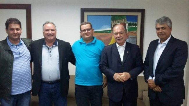 Prefeito de Itagimirim se reúne com lideranças políticas em busca de melhorias para o município. (Divulgação)