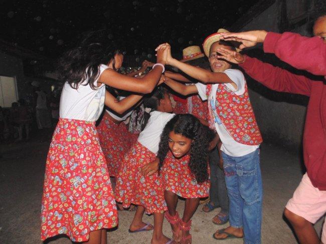 Crianças do Serviço de Convivência e Fortalecimento de Vínculos participaram de uma animada quadrilha. (ASCOM)