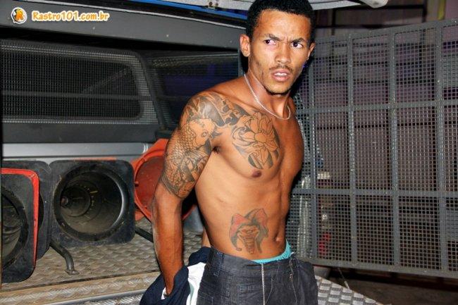 Suspeito de ter assaltado uma farmácia em Itapebi foi baleado em troca de tiros com a PM. (Foto: Rastro101)