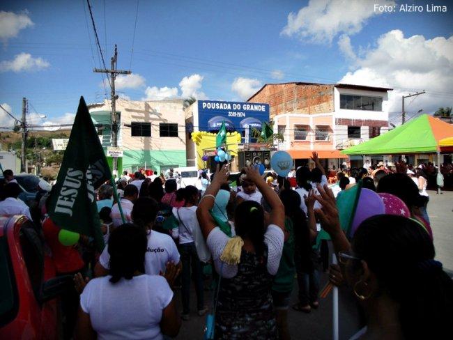 Evento reuniu centenas de pessoas na praça principal. (Foto: Alziro Lima)