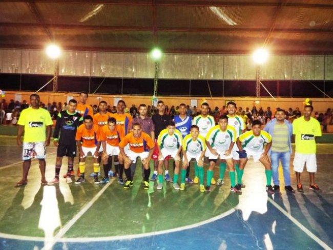 Projeto Bom de Bola, Bom na Escola reuniu atletas de Itagimirim e Itapebi. (Foto: Adson Oliveira / Rastro101)