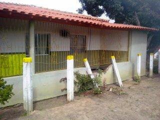 A casa que foi atingida (Foto: Jequitinhonha News)