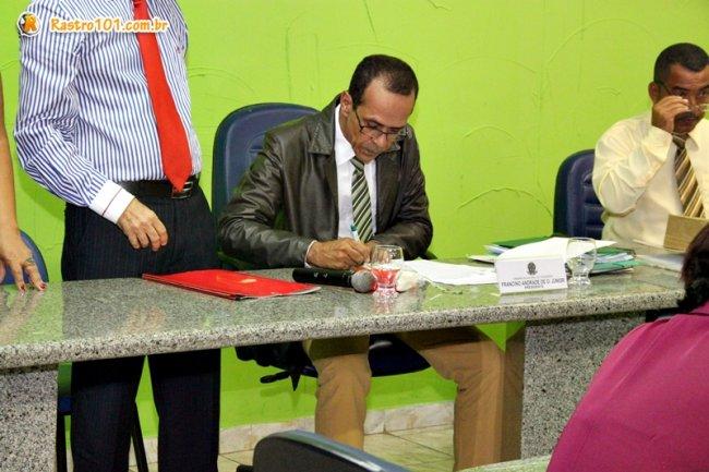 Eleição e Posse da Mesa Diretora foi conduzida pelo presidente interino Israel Batista Pinheiro. (Foto: Rastro101)