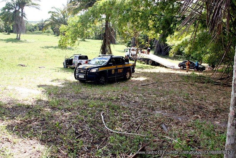 Local é de difícil acesso. Bandidos fugiram por dentro das matas. (Foto: Rastro101)