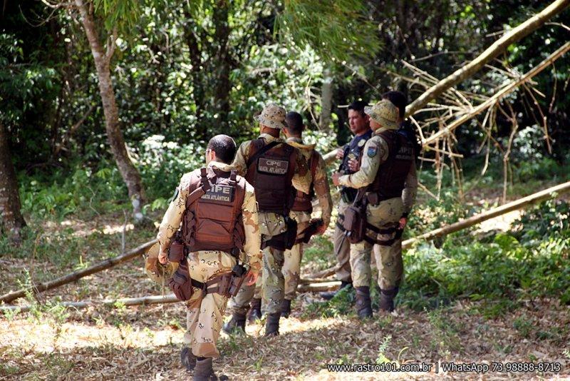 Polícia realizou buscas na mata fechada mas não localizou os bandidos. (Foto: Rastro101)