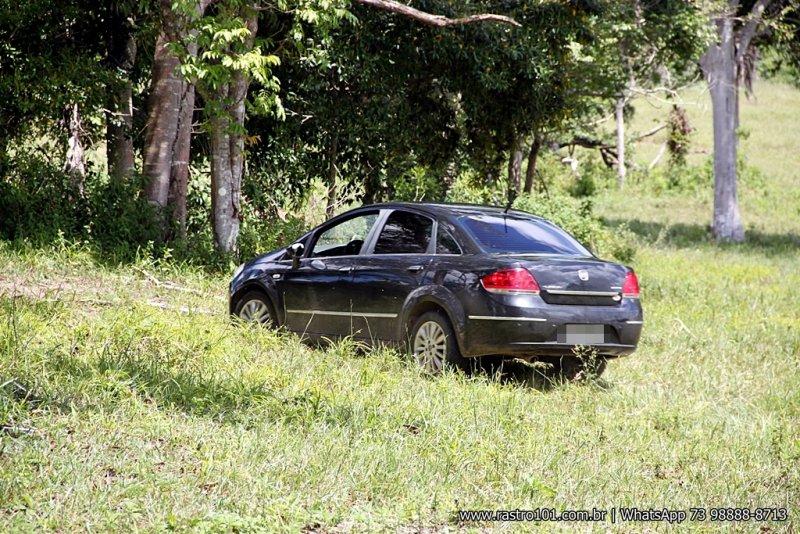 Veículo foi abandonado pelos criminosos. (Foto: Rastro101)