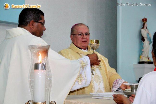 Bispo Diocesano de Eunápolis, Dom José Edison, celebrou a missa que abriu os festejos juninos em Itagimirim. (Foto: Tarcísio Soares/Rastro101)