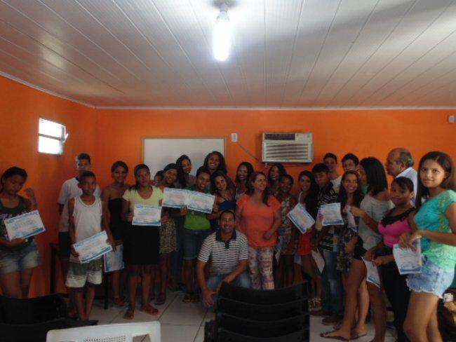 44 alunos de Itagimirim receberam diploma técnicos de nível básico em Montagem e Manutenção de Computadores. (Foto: Divulgação)