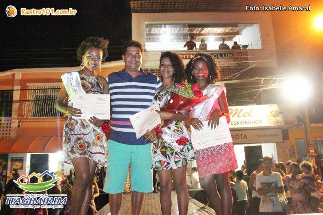 As três vencedoras ao lado do prefeito Rogério Andrade. (Foto: Rastro101)