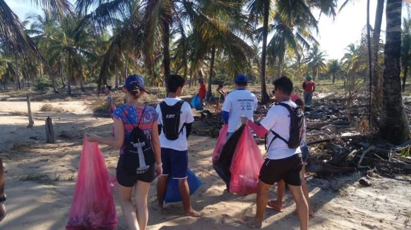 De acordo com a oceanógrafa e líder da ação em Belmonte, Sheila Siepierski Malaquias, foram recolhidos mais de mil quilos de lixo na praia do Mar Moreno. (Divulgação)