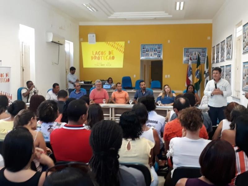 O termo de adesão foi assinado pela prefeitura da cidade, com o apoio da Veracel Celulose a partir da metodologia da Childhood Brasil, nesta segunda-feira (15), na Câmara de Vereadores. (Divulgação)