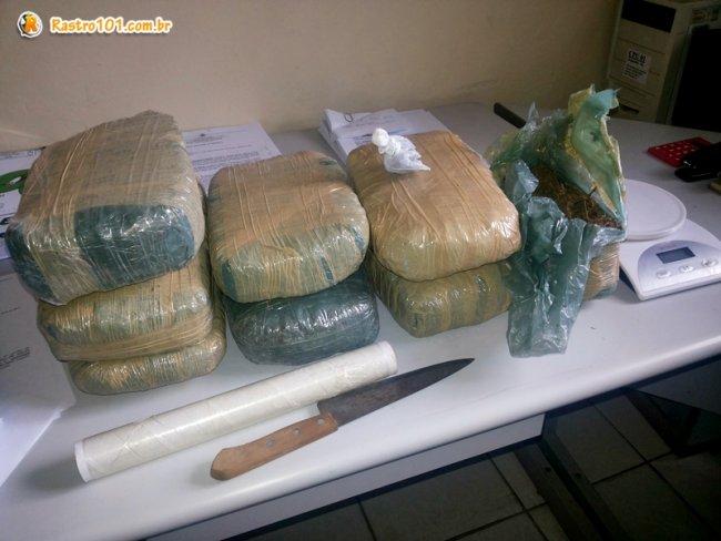 Farta quantidade de drogas foi encontrada em uma residência em Itagimirim. (Foto: Rastro101)