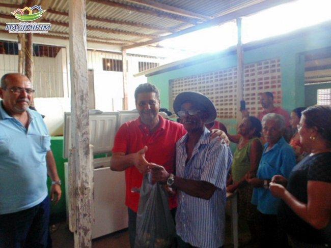 Famílias de União Baiana receberam quase 1 tonelada de peixe. (Divulgação)