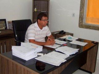 Prefeito Rogério Andrade precisou reduzir gastos em todas as secretarias. (Foto: ASCOM)