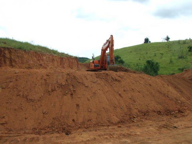 A estrada de União Baiana, que dá acesso à sede do município, foi a primeira a receber melhorias. É um investimento altíssimo e que necessita de manutenção permanente.